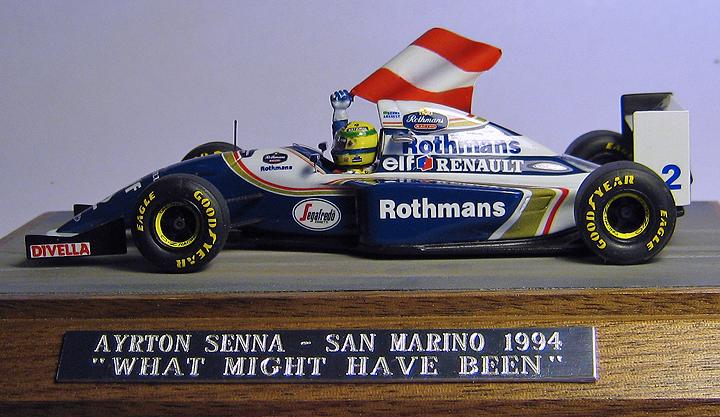 Senna estava com uma bandeira austríaca para homenagear Ratzenberger se ganhasse o GP de San Marino...
