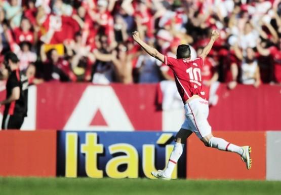 D'Alessandro comemora último gol de pênalti do Inter em Brasileiros, 2011 - Foto: Alexandre Lops, site oficial do Internacional