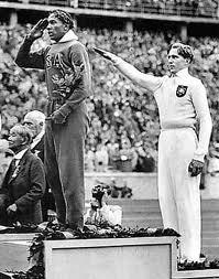 Owens e Long no podio em 1936