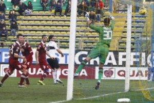 Lucarelli repete gol de calcanhar
